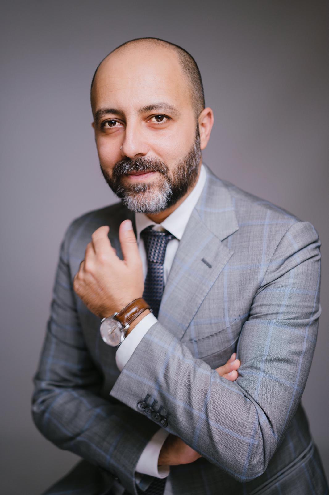 Dottor Domenico Valente specializzato in chirurgia Maxillo Facciale